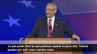 Clinton no comparece tras la derrota y delega en su Jefe de prensa
